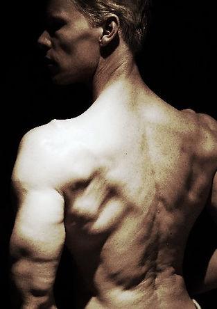 Chiseled physique, lats, back muscles, lean body, v-shape, Daniel Schou, Meline Höijer Schou