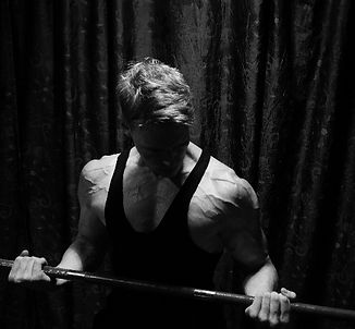 barbell, shoulders, chiseled physique, deffa, photo by Meline Höijer Schou, vascularity