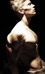 Daniel Schou, photo by Meline Höijer Schou, deffa, chiseled physique, vascularity, aesthetic physique, muscular definition, defined shoulders, defined pecs, obliques