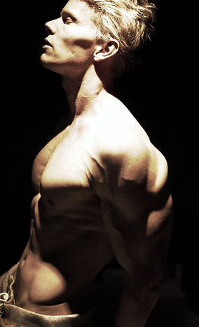 Daniel Schou, Meline Höijer Schou, deffa, chiseled physique, shoulders, chest, vascular