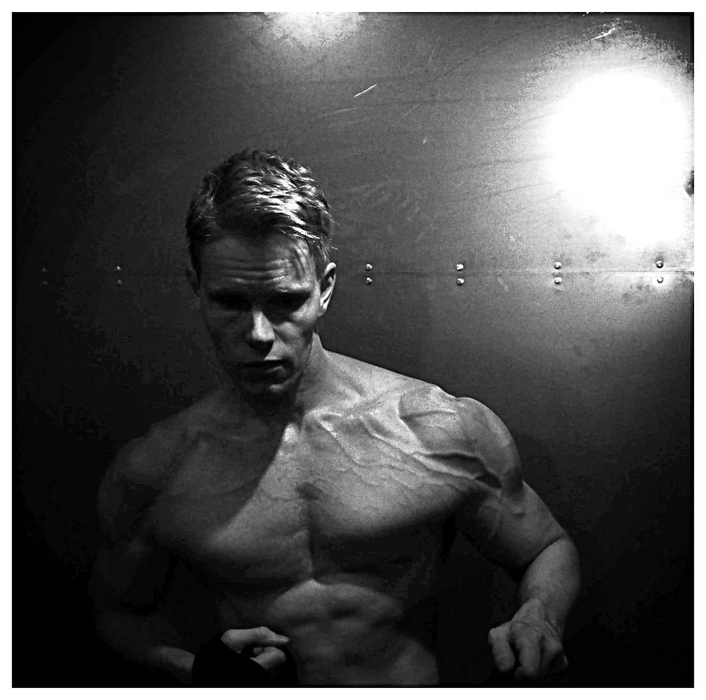 Daniel Schou biceps peak