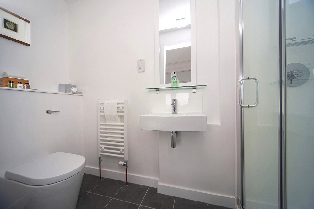 Standard Sea View bathroom