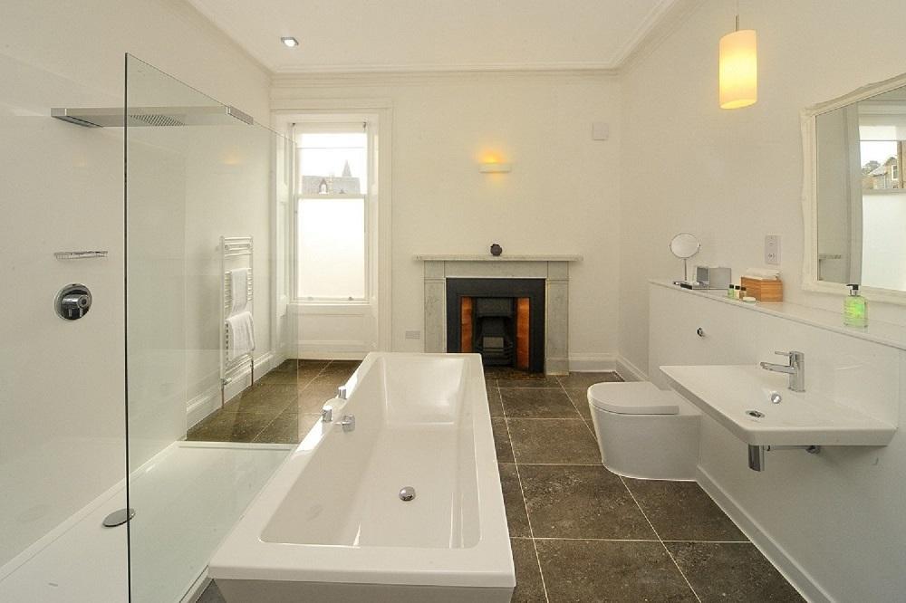 Turret suite bathroom