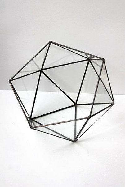 Стеклянная геометрическая форма