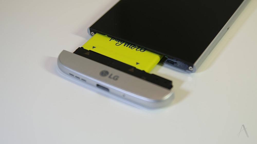 LG G5 的模組更換開口
