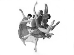 Missiongalsleap bw__photo by Lois Greenfield (1)