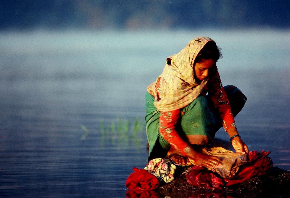 nepal-washing-closthes.jpg