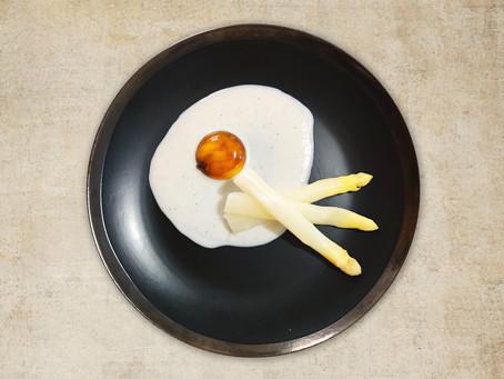 Entrée - Asperges blanches et jaune d'oeuf confit à la sauce soja