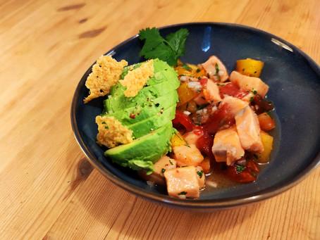 Ceviche de saumon, avocat et tomates