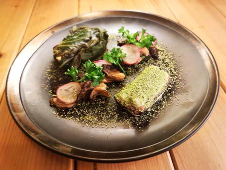 Foie gras de canard en feuilles de blette et son tiramisu salé