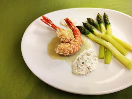 Entrée - Asperges, crevettes croustillantes au riz soufflé, sauce tartare aérienne