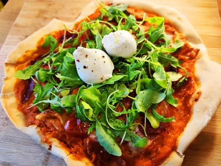 Pizza rucola, burrata et jambon de Parme