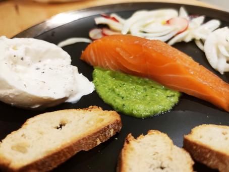 Saumon gravelax, burrata et salade de fenouil