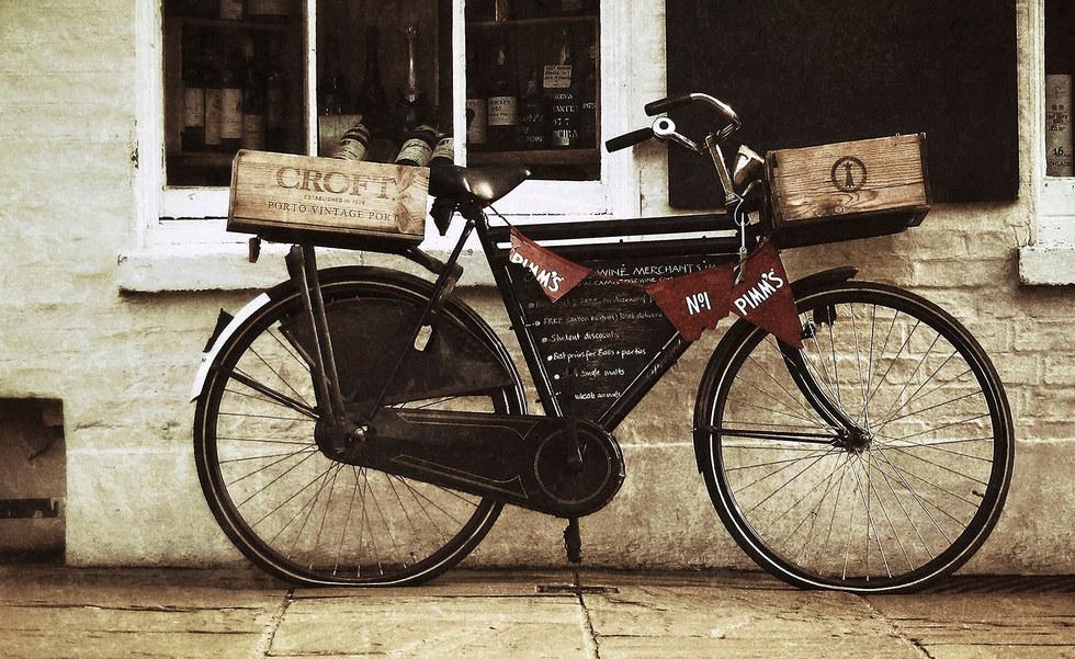 Vintage bicycle outside Cambridge shop