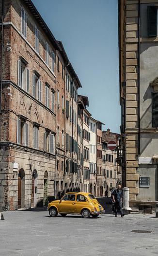 Siena vintage yellow Fiat 500.jpg