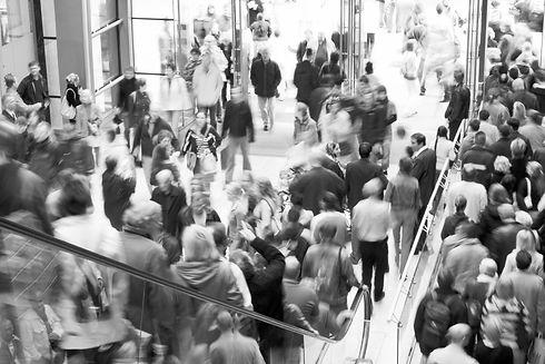 crowd-shopping-96315728_3456x2304_edited
