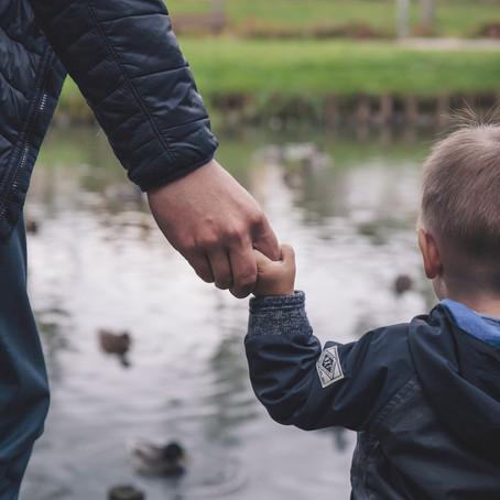 INVISIBLE WALLS: rozvoj vztahu mezi vězněným otcem a jeho dětmi