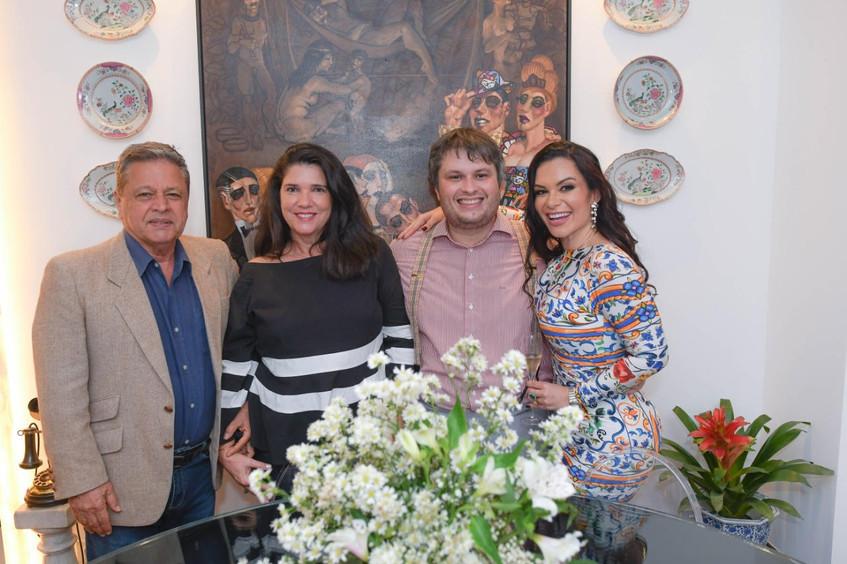 Os casais Bruna Castro e Claudio Castro