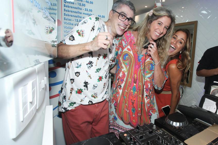 IMG_2010-Renato_Bavier,_DJ_Luluta_e_Lúci