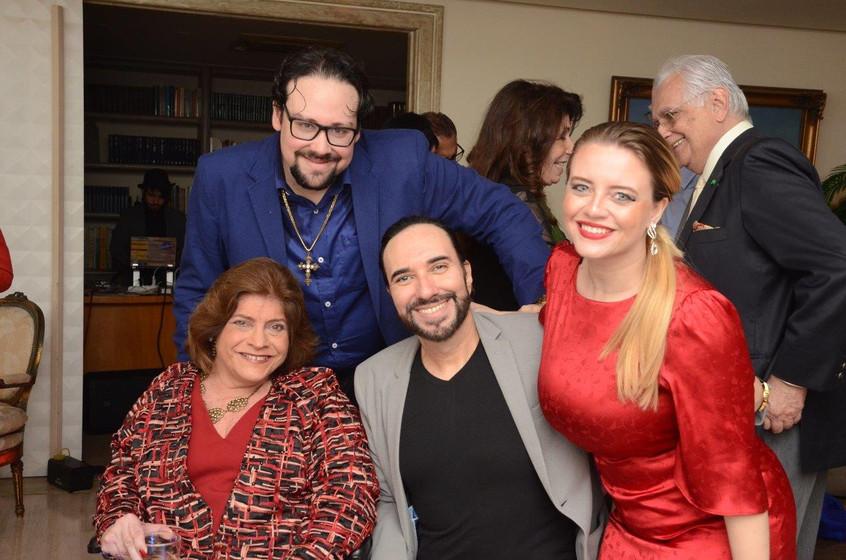 Silvia e Diego Cosac com Helcio Hime e C