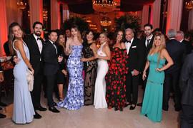 Grupo de amigos com Enzo e Adriana de Rivera
