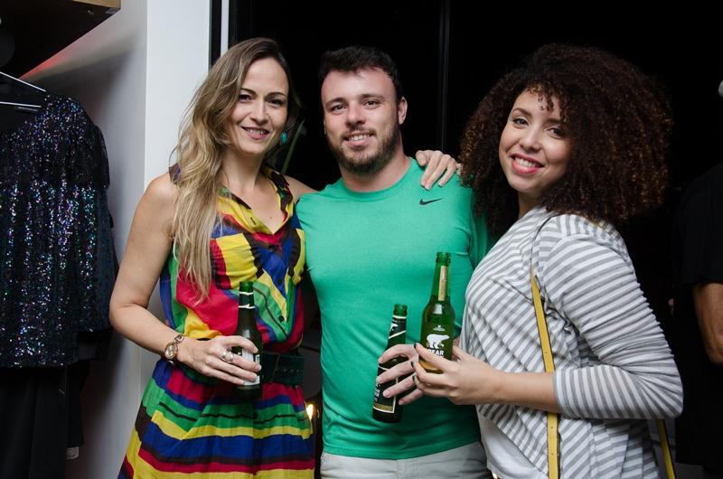 Paula Brumergan, Felipe Carlos e Simone.