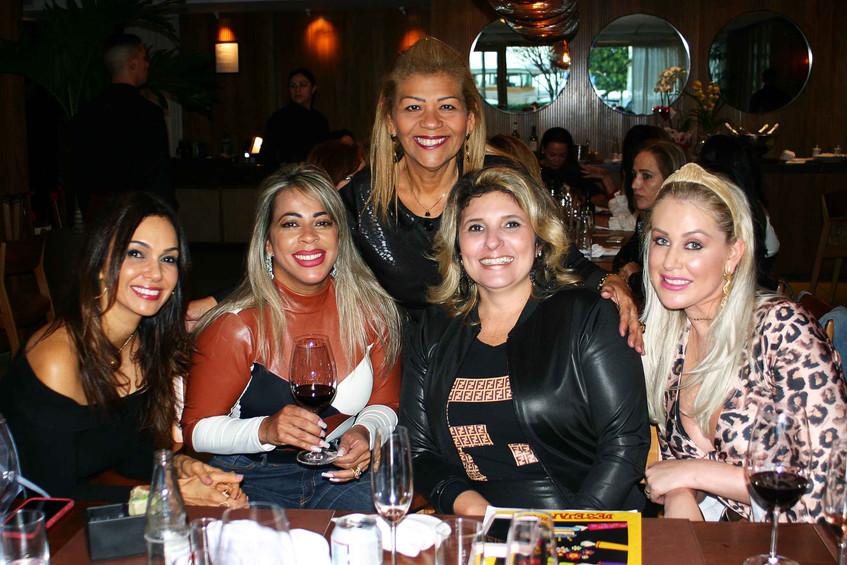 Adriana, Tiana, Tayana, Marci e amiga