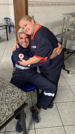 Um  abraço forte. a nossa auxiliar de limpeza Adriana Alves