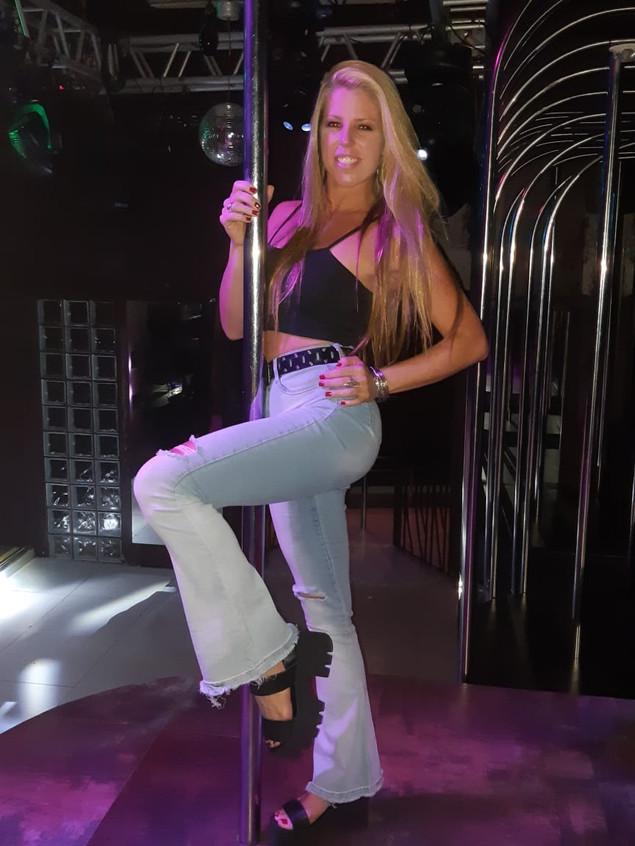 Professora_de_pole-dance.