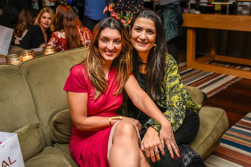 Leticia Azambuja Carvalho e Monique Abra