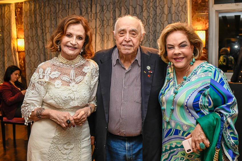 Rosamaria e Mauro com Regina Rique