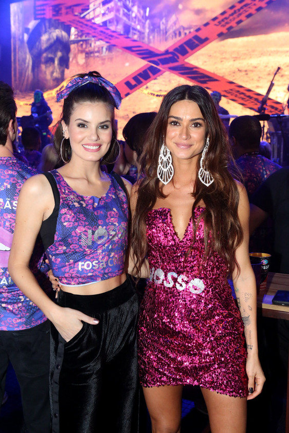 Camila Queiroz e Thaila Ayala 9218
