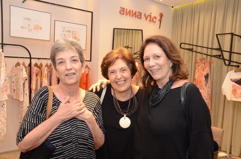 Violeta_e_Inês_Quental_com_Carmen_Auréli