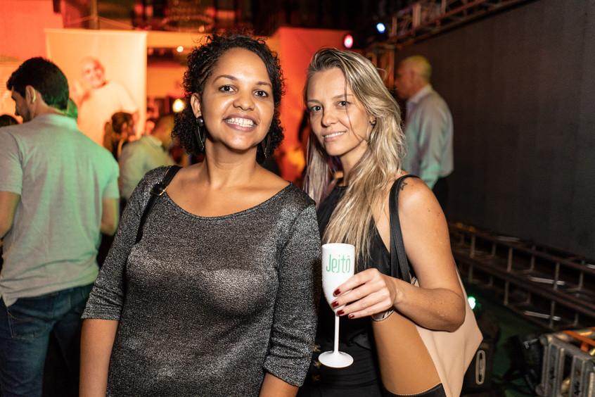 Jornalistas Renata Oliveira e Flavia Pas