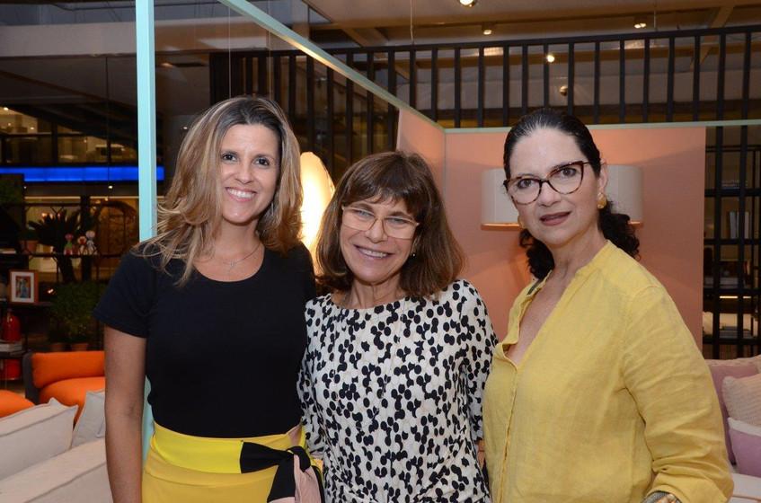 Barbara Maciel, Riva Crosman e Monique G