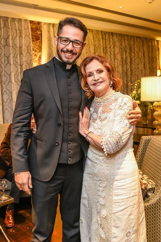 Padre Renato Martins e Rosamaria Murtinh
