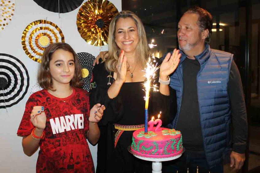 Os_Parabéns_para_Valen_com_os_pais_Marga