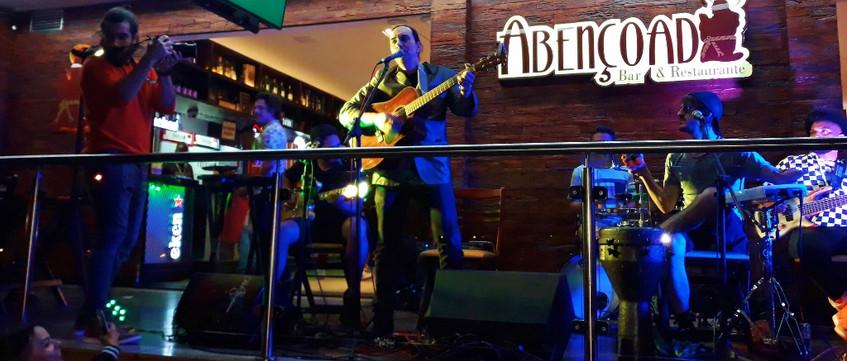 36 Helcio Hime tocando Rock com Banda Ab
