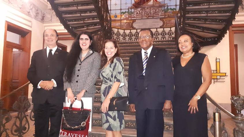 Casal Lima Câmara e o presidente Arlindo Pereira da Silva ladeado pelas 2 filhas