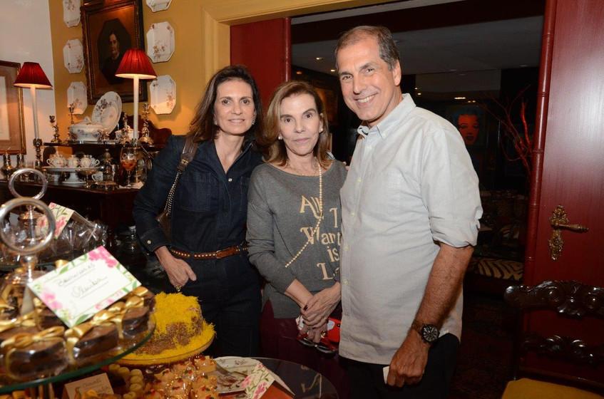 Henriqueta Gomes entre Paula e Luiz Carl