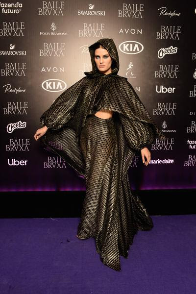 Isabelli Fontana usa vestido Colcci