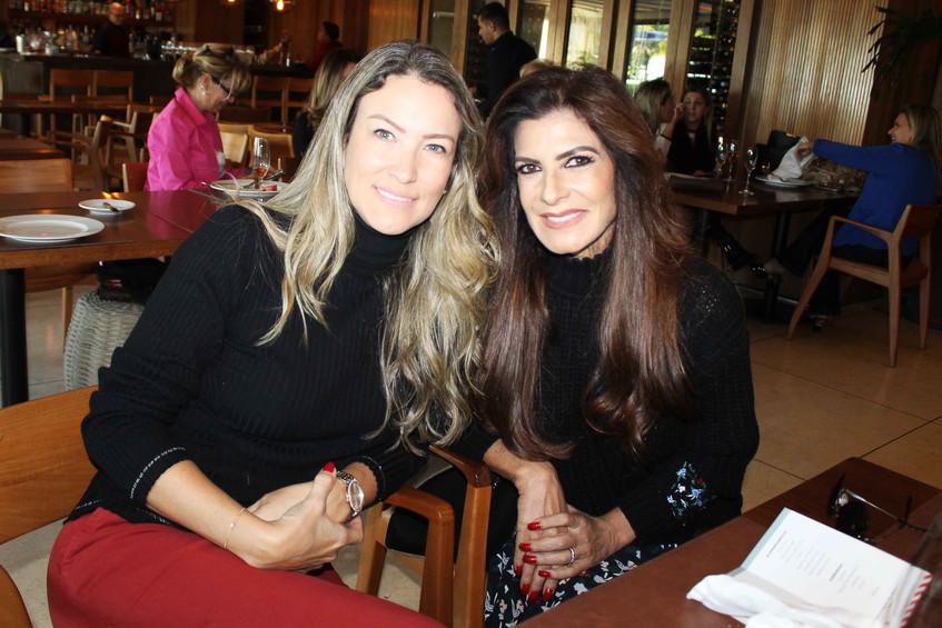 Vania Chami e amiga