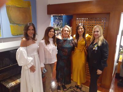 Adriana e suas convidadas