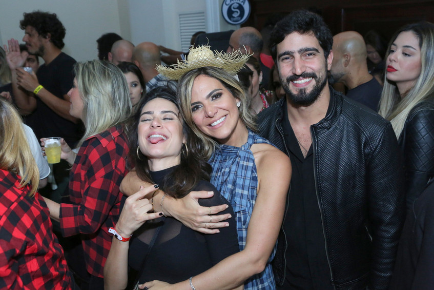 Thaila Ayala, Carol Sampaio e Renato Go