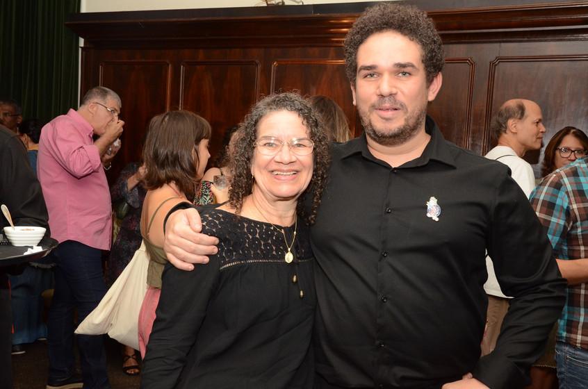 Sueli e e seu filho Raphael Fonseca