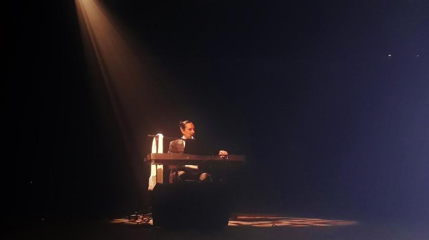 23 Helcio Hime piano foto Camila Carvalh