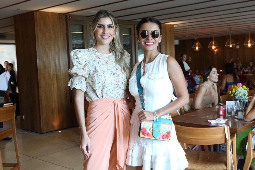 Dandynha Barbosa e Carol Neves 55