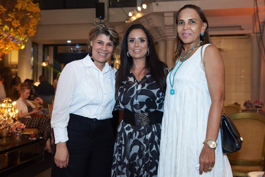 CristieneOliveira,ValeriaCosta&Conceição