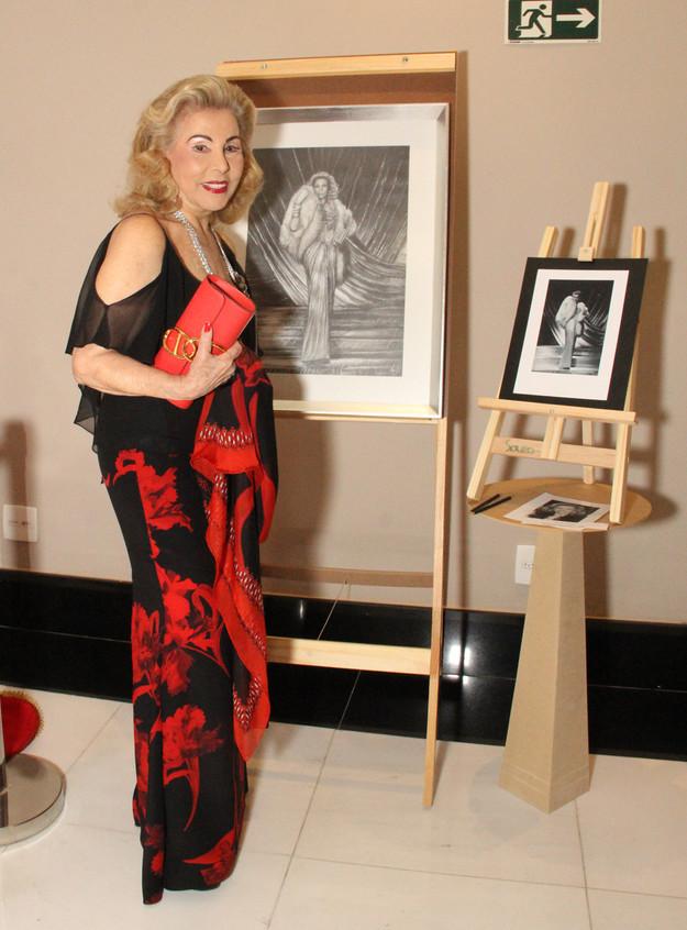 Marisa Coser e sua tela