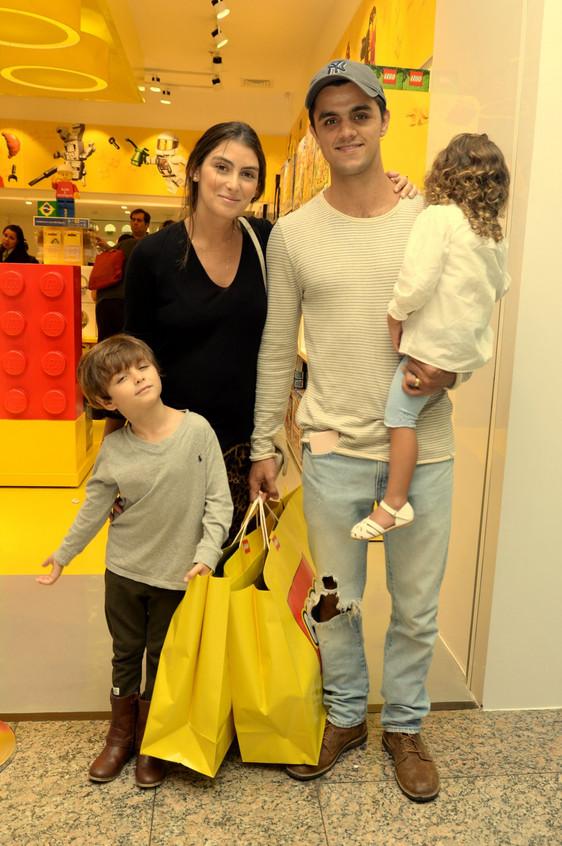 Mariana Uhlmann, Felipe Simas e filhos (